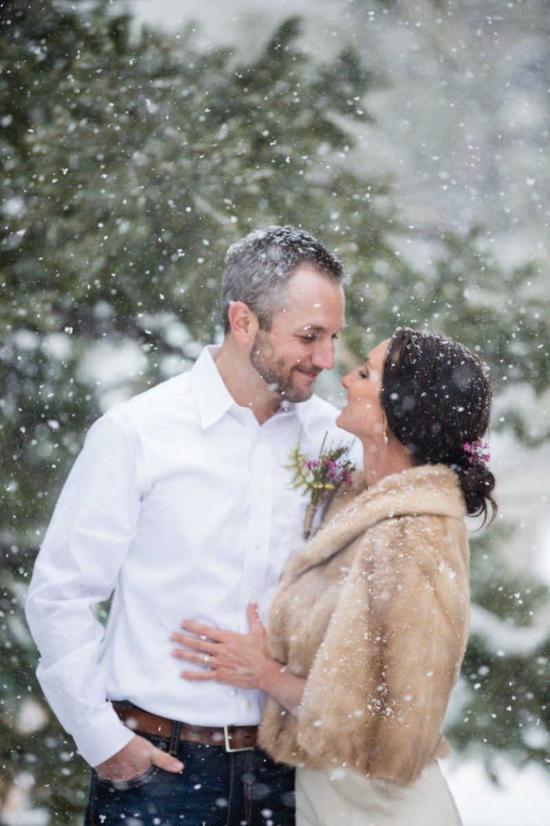 Littleton wedding photographer in Colorado snowy weddings in the mountains