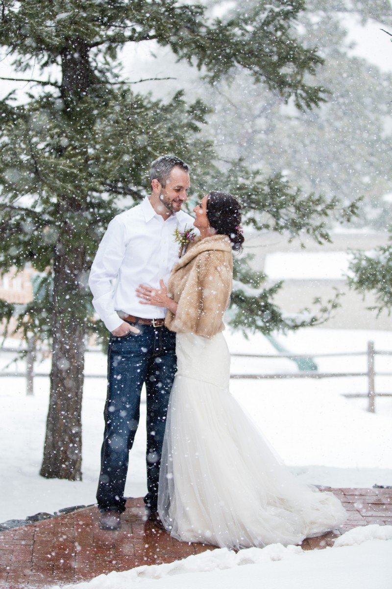 Littleton wedding photographer in Colorado at the Evergreen Red Barn snowy weddings photography