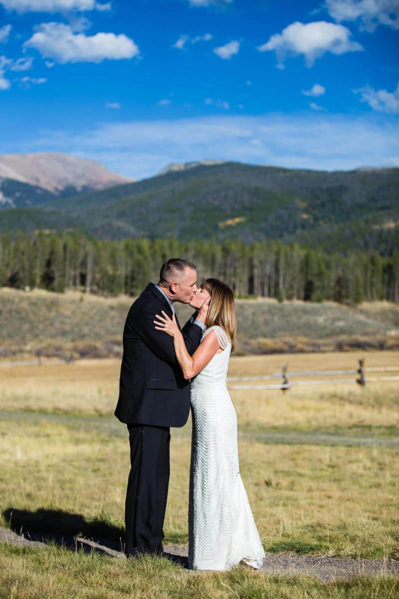 Littleton wedding photographer in Colorado with a mountain view photography bride and groom