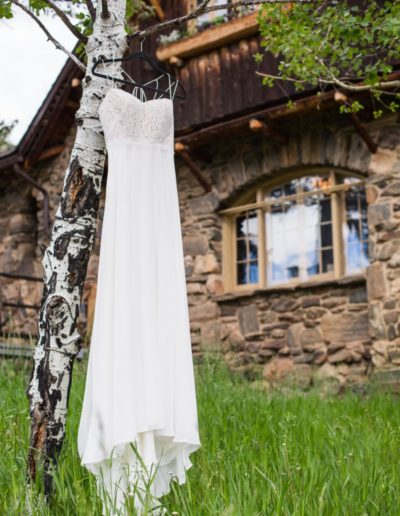 Littleton wedding photographer white dress Colorado mountains photography mountain view foothills aspen Aspen tree Chief Hosa Lodge husband and wife married marriage groom bride love summer