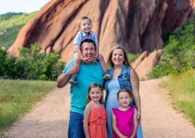 Littleton family photographer in Colorado at Roxborough State park red rocks trail kids children summer