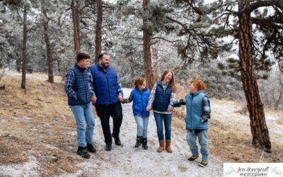 The {R} family of 5 at Mt. Falcon park for family photos in below zero temps by Littleton photographer
